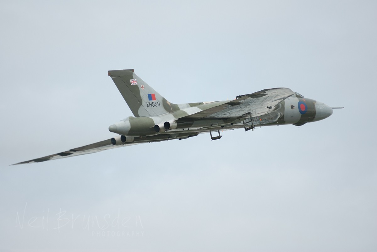 Vulcan XH558 - Slow Her Down